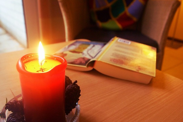 candle-895206_1280
